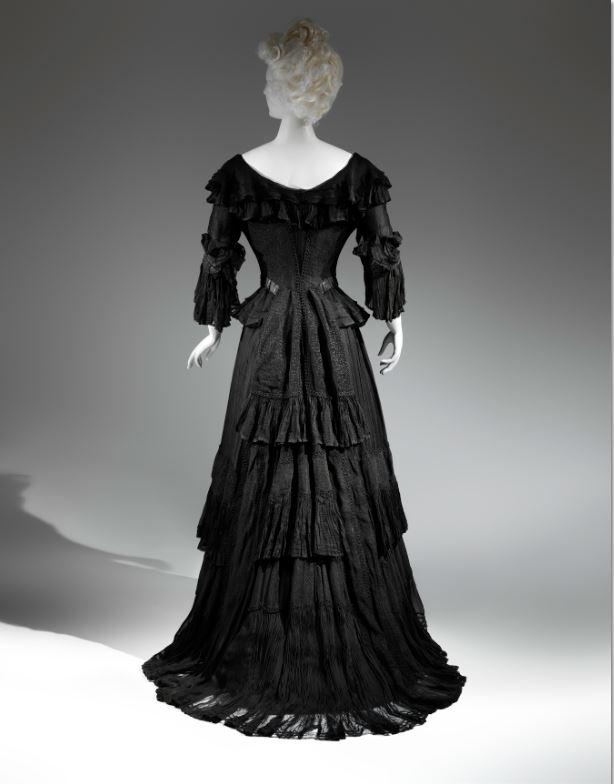 Mourning Dress, 1902-1904 Black silk crape, black chiffon, black taffeta The Metropolitan Museum of Art, Gift of The New York Historical Society, 1979 (1979.346.93b, c) Photo: © The Metropolitan Museum of Art, by Karin L. Willis